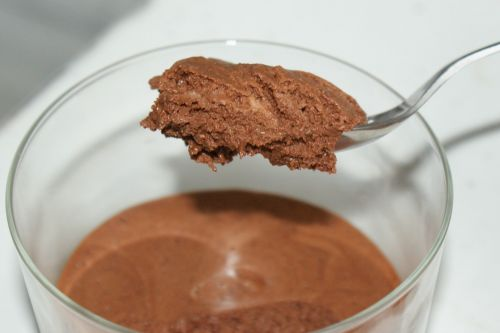 Mousse di cioccolato all'aquafaba
